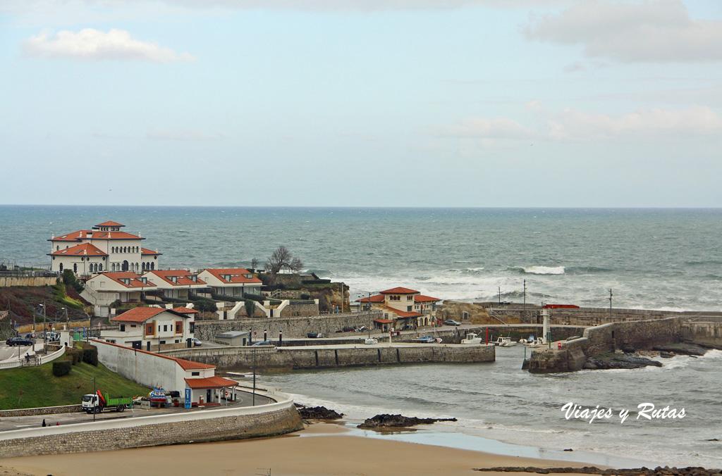 Puerto y Playa de Comillas