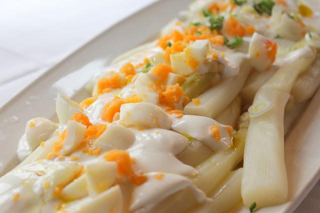 Espárragos con mayonesa