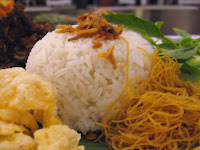 [FAKTA] Sehabis Makan Nasi Uduk Jadi Ngantuk + Cara Mengatasinya