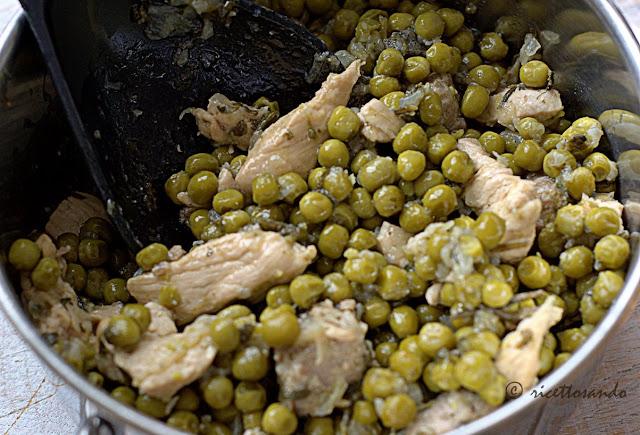 Straccetti di pollo e pisellini la cottura