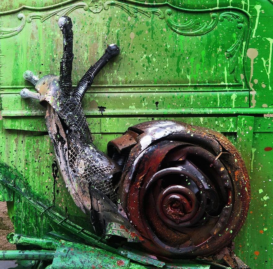 Keong - Seni Lukisan Binatang Menakjubkan Dan Kreatif Dari Bahan Sampah