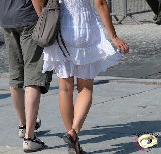 guapa chica vestido transparente