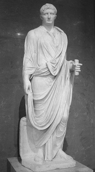 ② Estatua representando a Augusto como magistrado