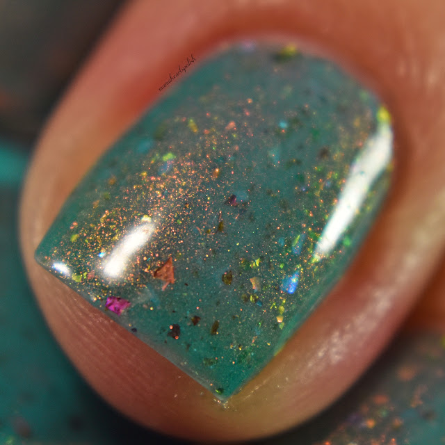 sassy-cats-lacquer-ocean-wildfires-2-coats-macro