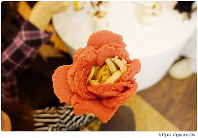 O Rose法式冰淇淋,捷運美食,捷運藍線美食,花朵冰淇淋,玫瑰花冰淇淋,少女甜點,夢幻甜點,手工冰淇淋,甜點下午茶,玫瑰花瓣,法國主廚-26