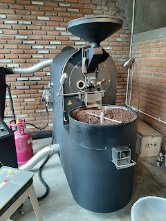 Alat roasting biji kopi di office coffee