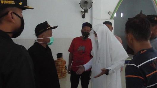 Terjadi Kericuhan di Masjid Saat Petugas Corona Mau Bubarkan Shalat Jumat