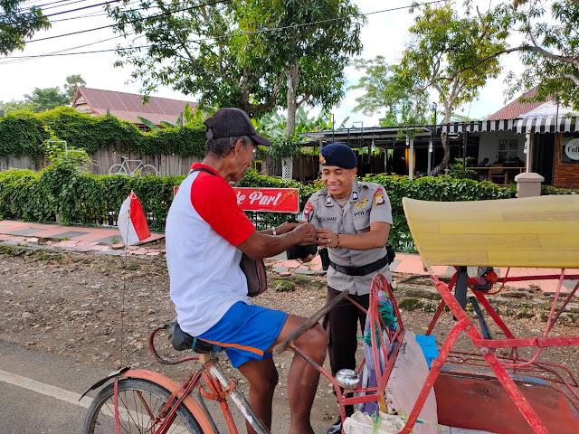 Patut Ditiru, Brimob Bone Gelar Program Sosial Peduli Indahnya Berbagi