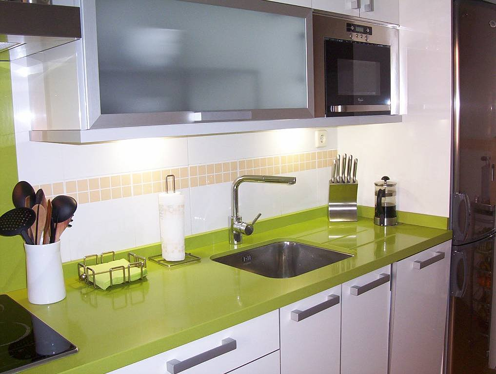 Como decorar una cocina integral peque a cocinas for Cocinas integrales con horno
