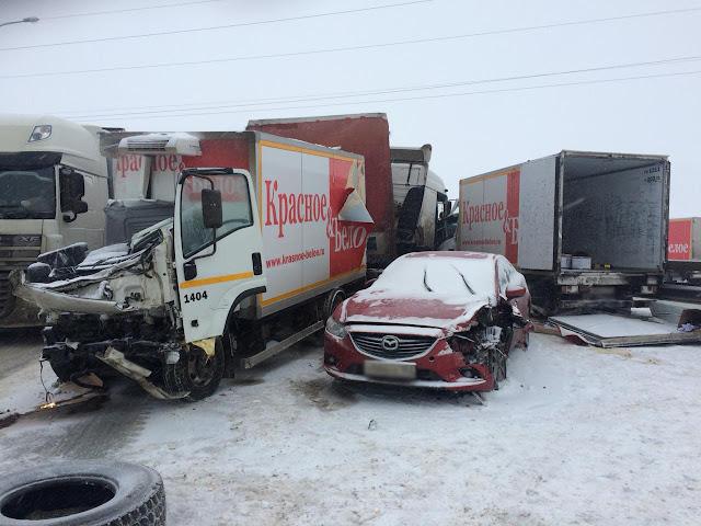 Фургоны сети «Красное и белое» попали в массовую аварию
