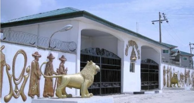 Staff of office seized as 'hoodlums' take over Oba of Lagos palace