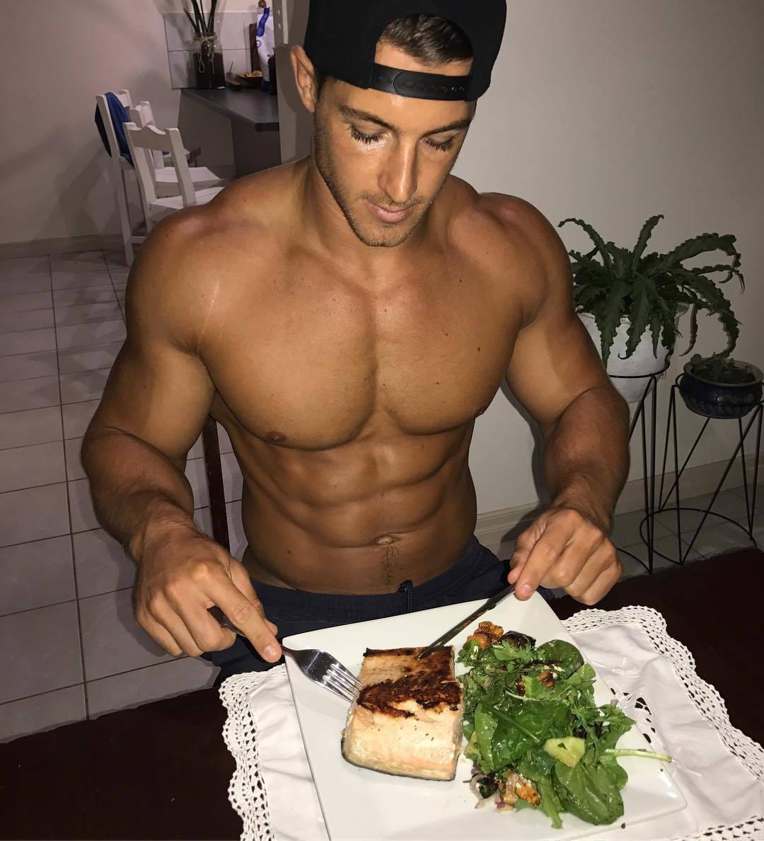 hot-guys-eating-food-fit-shirtless-muscular-body-hunks