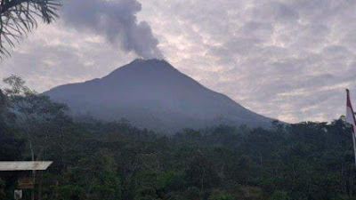Sehari Gunung Merapi Keluarkan 29 Kali Lava Pijar