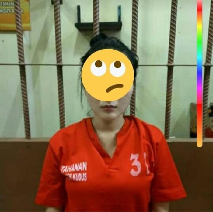 Viral Foto Biduan Cantik Ditangkap Polisi Berbaju Tahanan Ternyata Ayu Vaganza