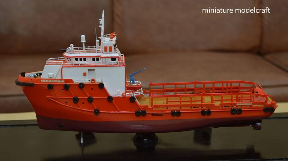 foto gambar miniatur kapal ahts arkstar emerald allianz eagle 1 allianz group abu dhabi terbaru