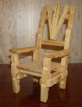 Quirky Artist Loft DIY Barbie Deck Chair from ClothesPins