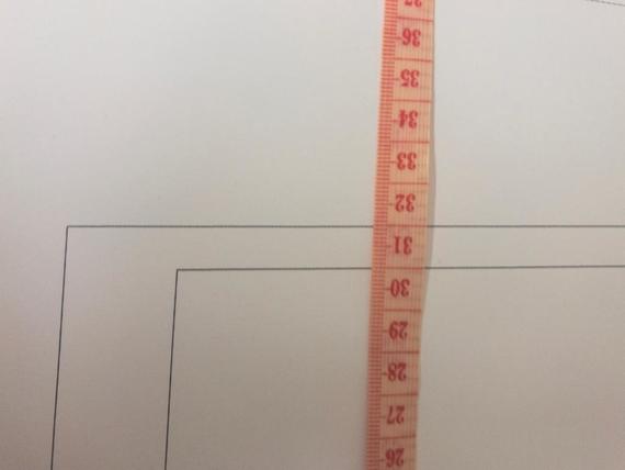 Mittanauhalla mittaamalla varmistat, että kaava on tulostunut oikeankokoisena.