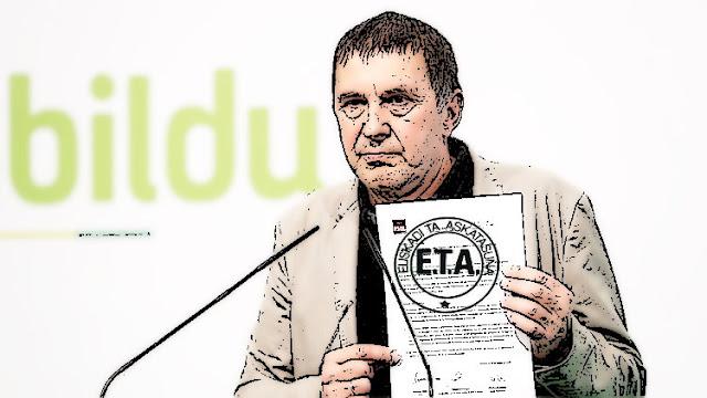 Arnaldo Otegui enseñando el pacto con el PSOE y Podemos para derogar la reforma laboral