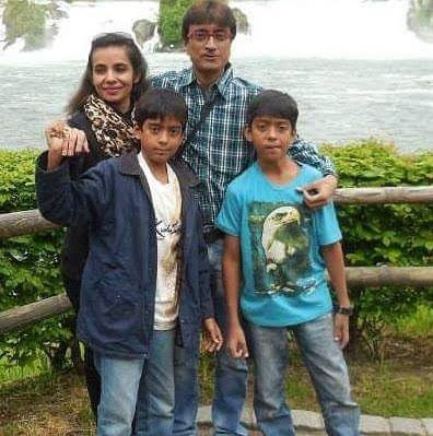 amit bhatt with his family