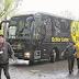Explosão atinge ônibus do Borussia, fere jogador e duelo pode ser adiado
