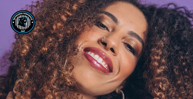 """Banhada num gostoso r&b, Indy Naise lança """"Muito tempo é pouco"""""""