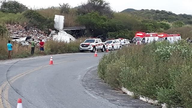 Vídeo: Carreta tomba na serra do Teixeira na tarde desta terça 09/06, deixando um óbito no local