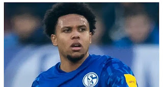 Weston McKennie who joined Schalke in 2016 is hesitating to move English Premier League this summer.    The United States international is a close friend of Chelsea forward Christian Pulisic and wants to follow him to England, according to Sky in Germany.
