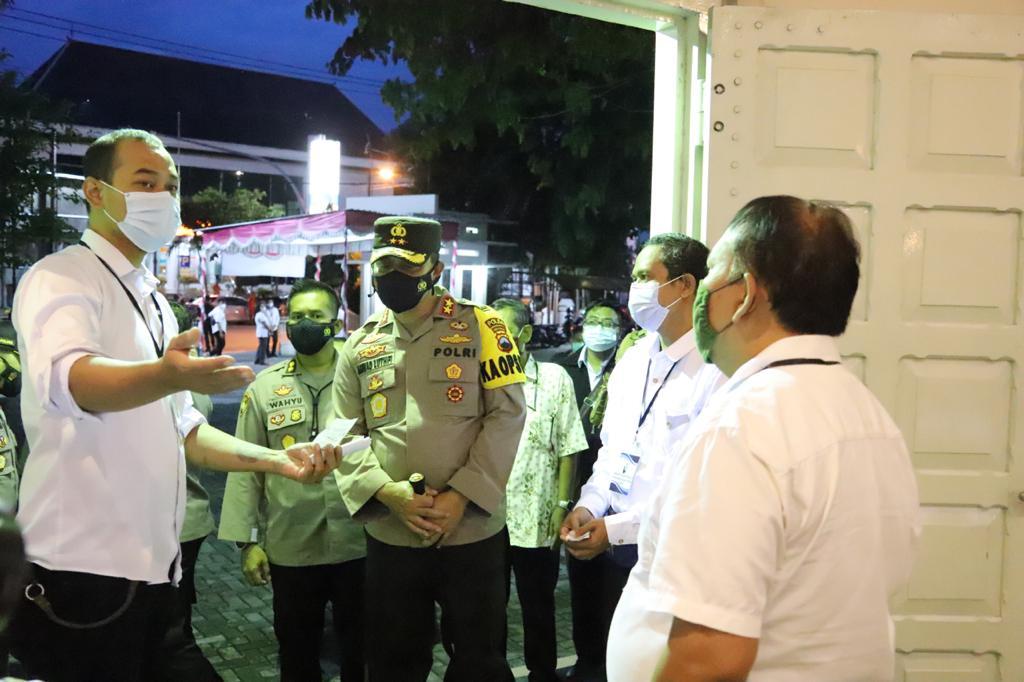 Berikan Rasa Aman, Kapolda Jateng Cek Posko Pengamanan Di Gereja Katolik St. Petrus Solo
