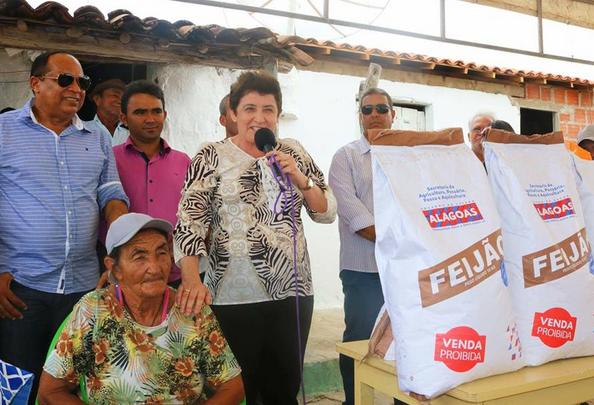 Prefeitura de Piranhas entrega sementes e mais de 9 mil alevinos a agricultores