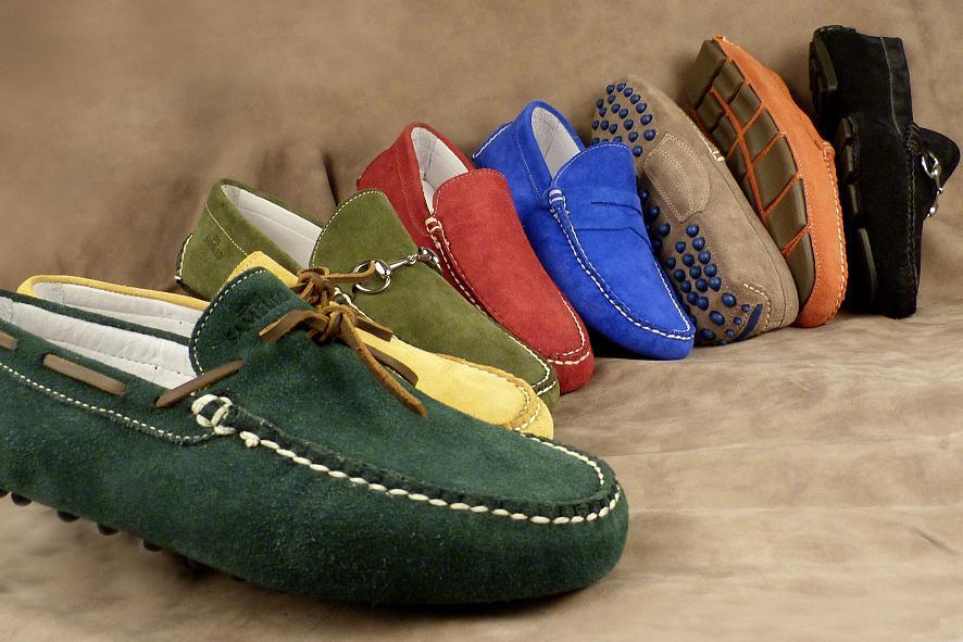 7405b90a0 Os sapatos coloridos vão invadir o guarda-roupa masculino… Tons de  vermelho