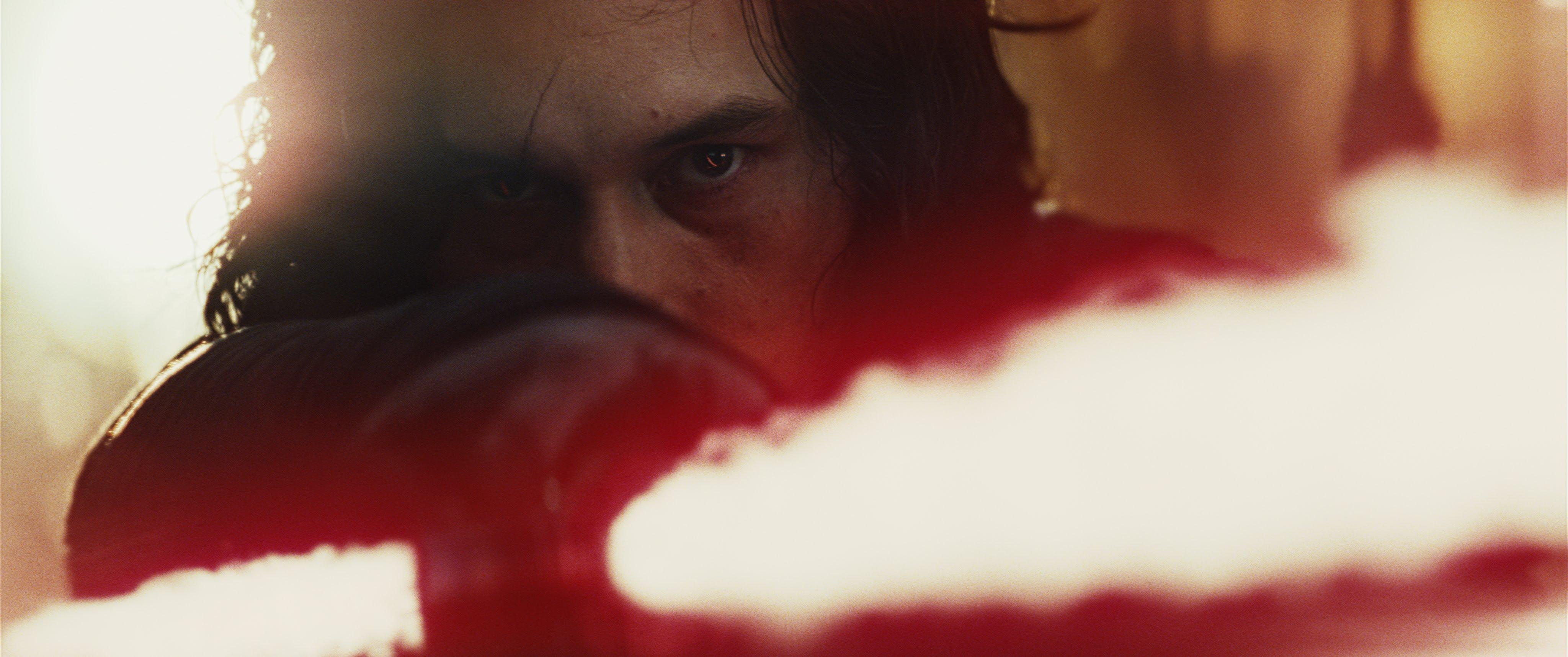 Star Wars Kylo Ren Tribute Video with Watchmen Music Never Surrender : TVシリーズ「ウォッチメン」のテーマ曲をフィーチャーして、「スター・ウォーズ」の暗黒の騎士にトリビュートしたクールなビデオ「ネヴァー・サレンダー」 ! !