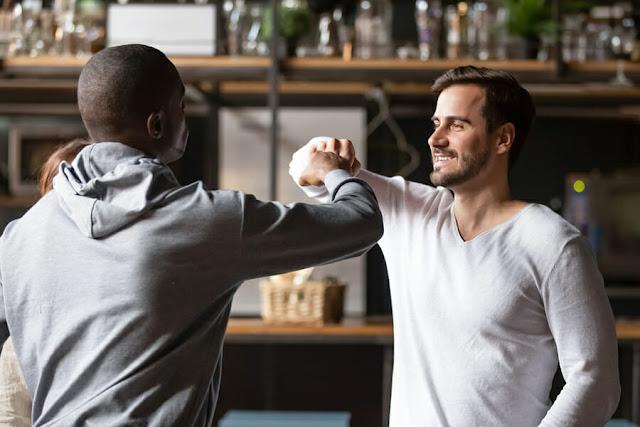 Программа трудоустройства друзей (Buddy Hiring) привлекает, удерживает и повышает производительность
