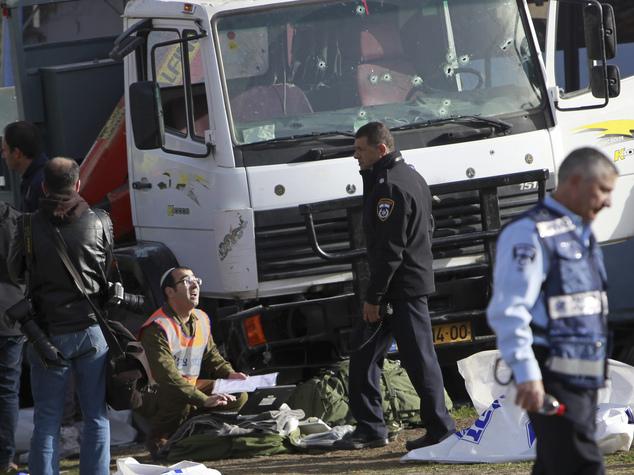 bus+kematian+di+israel+menabrak+4+tentara+israel.jpg (634×475)