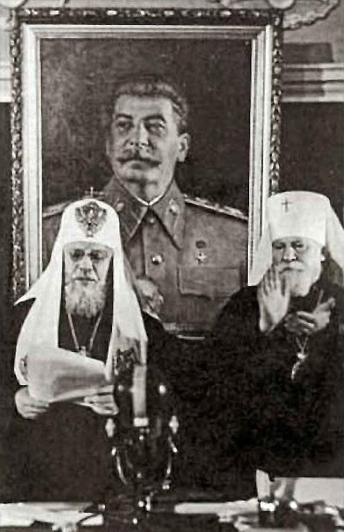A Igreja cismática russa predispôs os espíritos para se resignar ao comunismo.  Na foto: obedecendo Stalin o Patriarcado de Moscou roubou os bens da igreja greco-católica em 1946.