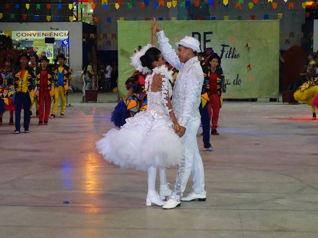 Confira imagens e vídeos da 1ª noite  do  V Festival de Quadrilhas em Delmiro Gouveia