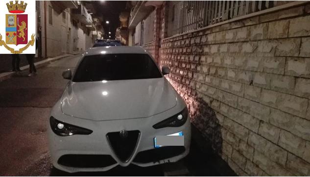 Cerignola, la Polizia rinviene due auto rubate