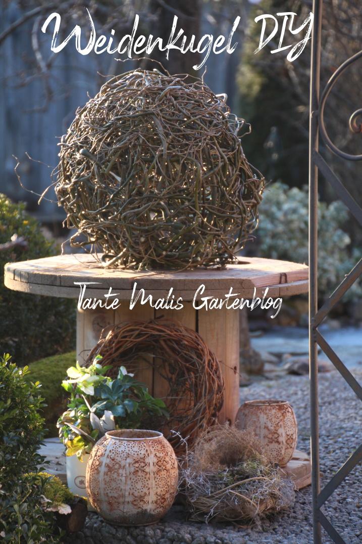 selbst gemachte Weidenkugel als Frühjahrsdeko im Garten