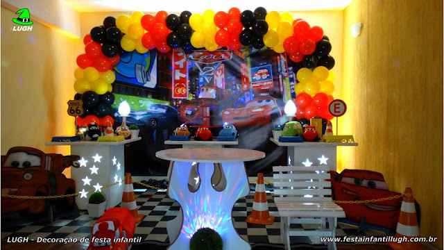 Decoração festa de aniversário Carros Disney - festa decorada na Barra RJ
