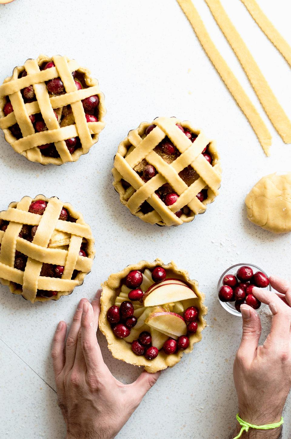 Cranberry Apple Pies | https://oandrajos.blogspot.com