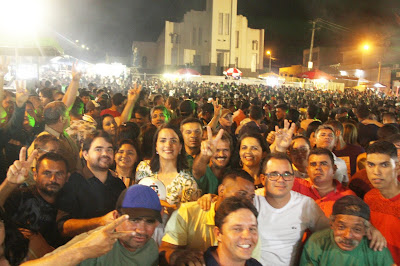 NA NOITE DE SÁBADO DIA 12/01/2019 JULIANA DE CHAPARRAL RECEBE O CARINHO DO POVO DE CASINHAS EM FESTA RELIGIOSA NO MUNICÍPIO