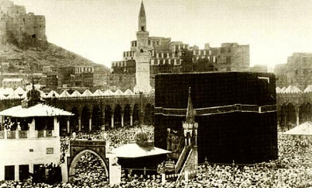 Tragedi Qaramithah: Ka'bah Tanpa Hajar Aswad Selama 22 Tahun