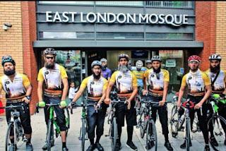 Luar Biasa !! Menempuh 3500 Km 8 Pesepeda Dari London Melakukan Perjalanan Haji Dan Sampai Madinah