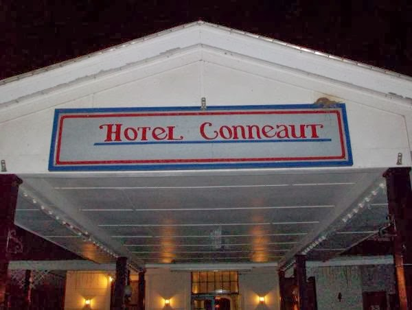 Hotel Conneaut Entrance