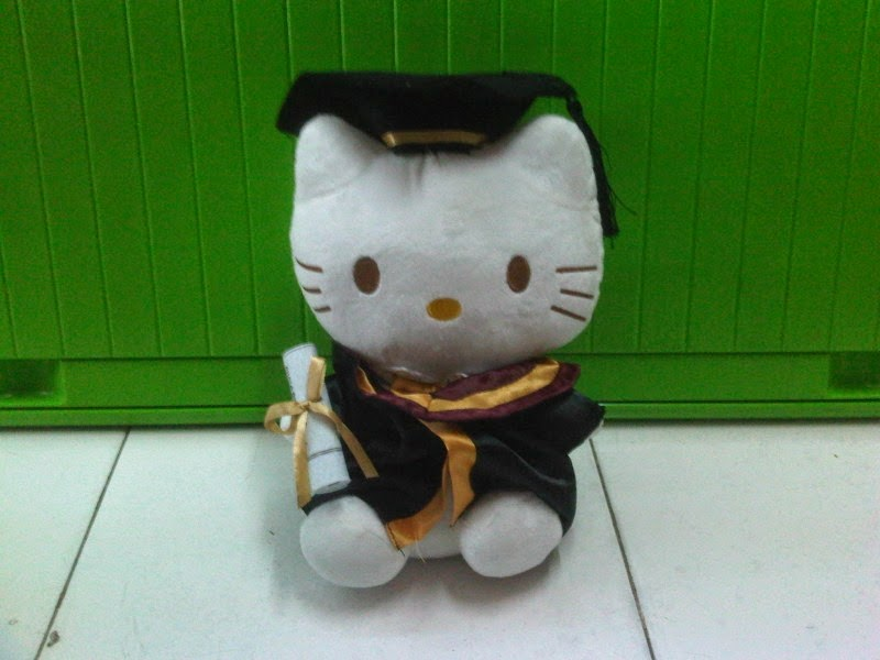 Gambar boneka lucu hello kitty wisuda