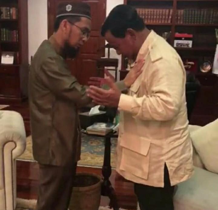 Setelah UAS, Kini Ustaz Adi yang Melabuhkan Jari ke Prabowo