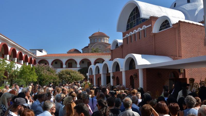 Πλήθος πιστών στην Ιερά Μονή της «Παναγίας του Έβρου» στη Μάκρη Αλεξανδρούπολης