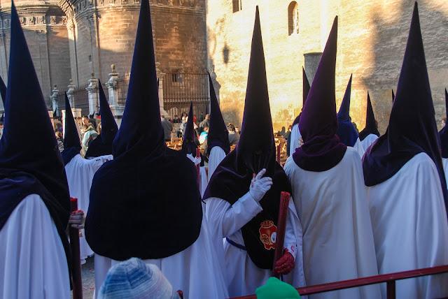 Nazarenos Madrugá Semana Santa Sevilla