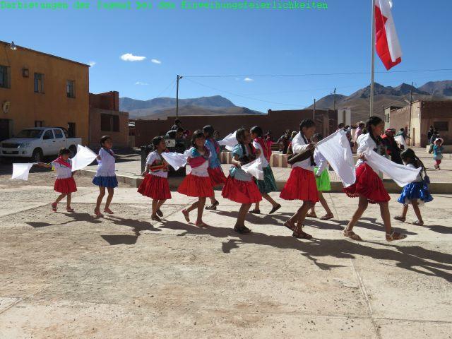 Den Festtag selbst haben wir mit musikalischen Darbietungen und Tänzen der Jugend begonnen.