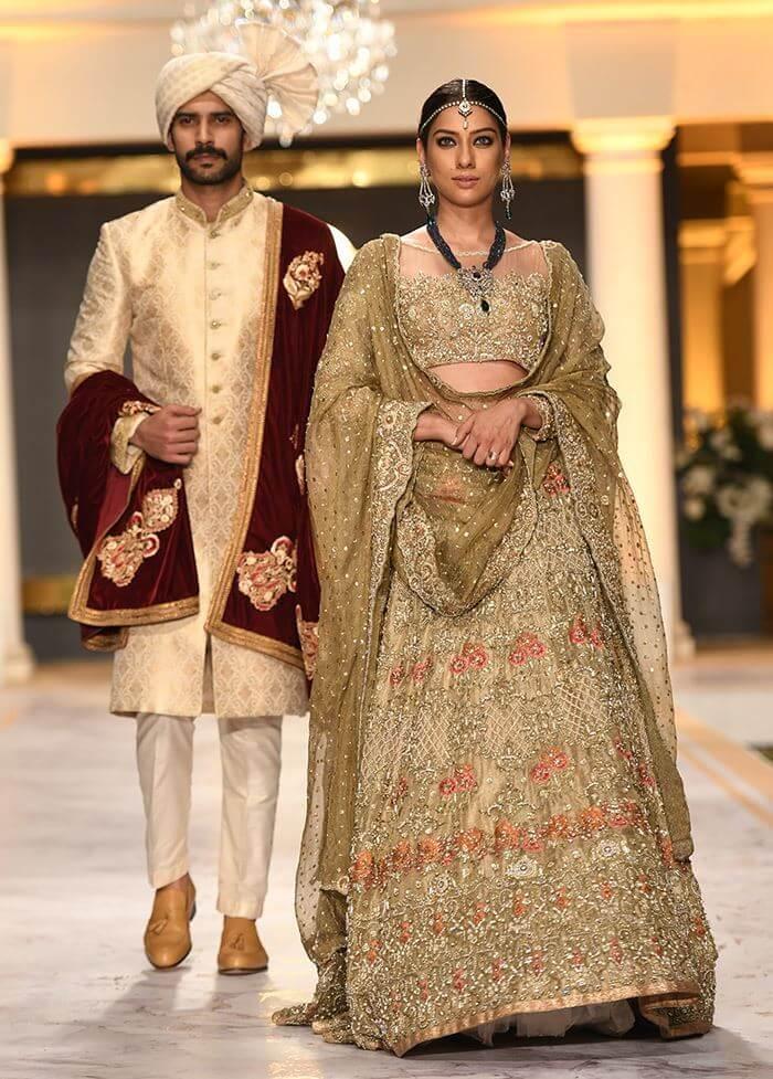 Deepak Perwani's Bridal Collection Traditional Gold Pakistani Barat & Walima Dresses