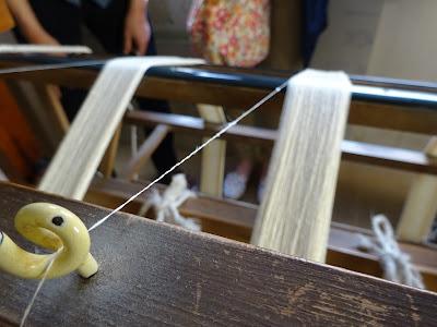 加藤改石氏が詳しく牛首紬のご説明をして下さいました